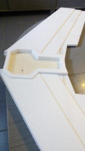 """Holzplatte wurde in den """"Frachtraum"""" mit UHU Por eingeklebt."""